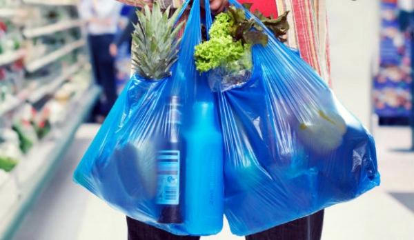 Oltre il 75% degli italiani ha ridotto uso sacchetti plastica
