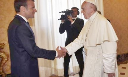 Macron alla comunità Sant'Egidio: bene i corridoi umanitari. Poi in Vaticano dal Papa