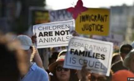 Migranti, repubblicani e democratici contro Trump. E Melania si schiera col presidente