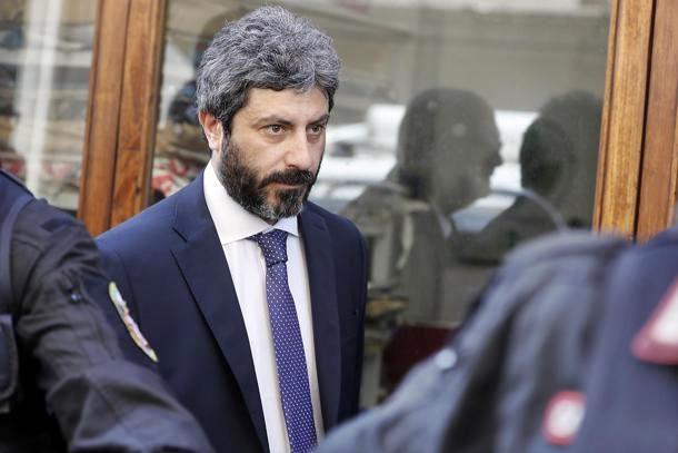 Napoli, incontro Pd-M5s: disco verde per candidato unitario