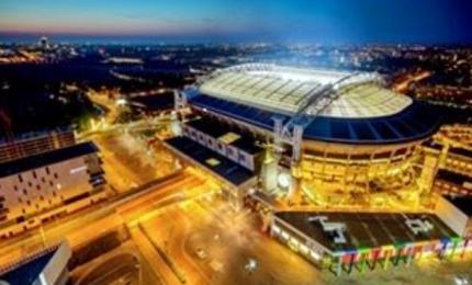 Nissan illumina lo stadio di Amsterdam con mobilità elettrica