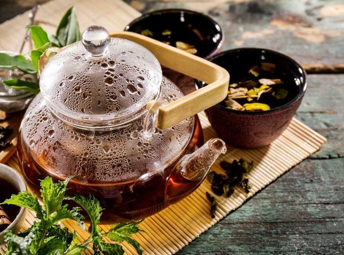 Una tazza di tè, l'amica del cuore. Benefica anche contro il colesterolo