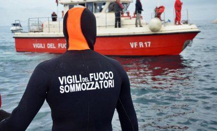 Una giovane è morta annegata, il compagno disperso nel mare