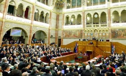 L'Ungheria chiude la porta all'Ue, al via nuove leggi anti-migranti