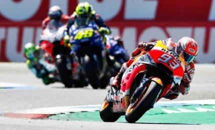Marquez vola, Dovizioso e Rossi indietro