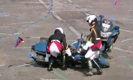 Parata su Champs Elysée, due agenti si scontrano in moto