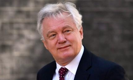 Scossa nel governo May, si dimette il ministro David Davis