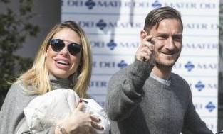 """Totti e Ilary Blasi protagonisti della sitcom Casa Totti (sullo stile """"Casa Vianello"""")"""