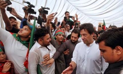 Pakistan elegge il Parlamento, voto tra pericolo islamista e peso dell'esercito