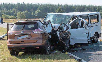 Incidente stradale in Scozia: cinque morti, due sono italiani