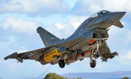 Theresa May annuncia nuovo aereo da combattimento con italiana Leonardo
