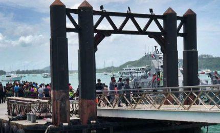 Naufragio di un traghetto in Thailandia, 50 dispersi