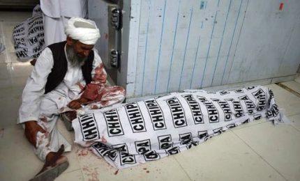 In Pakistan sangue sui comizi elettorali, 74 morti e 175 feriti