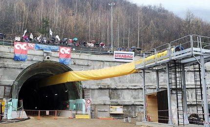 Da Pd a Lega, a Torino il pressing per il sì alla Tav. E l'Ue minaccia: avanti o stop finanziamenti