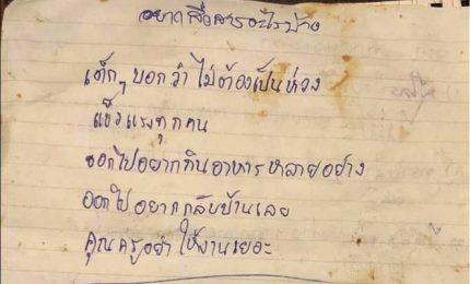 Thailandia, lettere dai ragazzi nella grotta. Allenatore si scusa