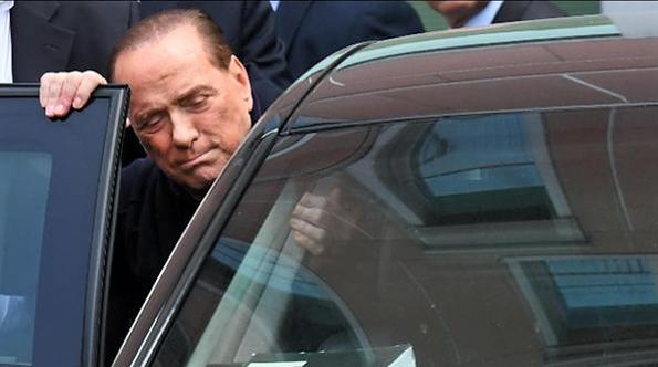 """Berlusconi """"bifronte"""", guarda e De Gasperi e insegue il duo Salvini-Meloni"""
