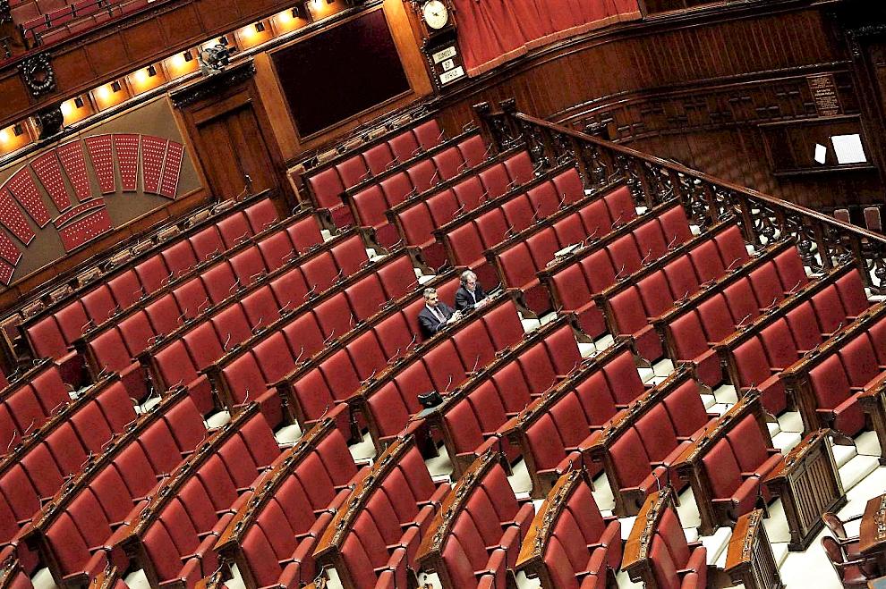 """Medici in prima linea, Parlamento """"chiuso"""". Appello per riaprere Camere"""