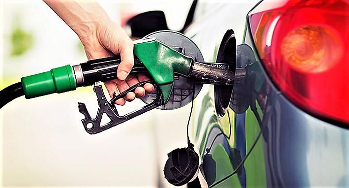 """Sale prezzo della benzina, su autostrade punte 2 euro/litro. Conte: """"Lavoriamo per evitare clima austerity"""""""