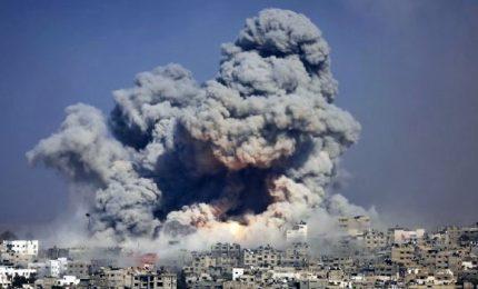 Raid israeliani a Gaza dopo le proteste al confine