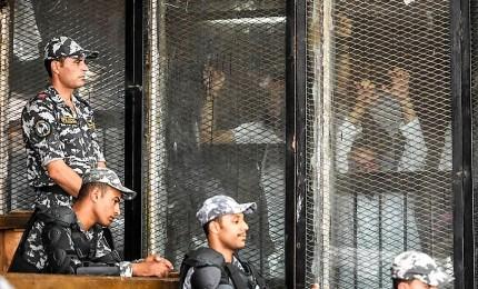 Egitto da record, 75 condanne a morte in un solo processo. Alla sbarra anche alcuni dirigenti dei Fratelli musulmani