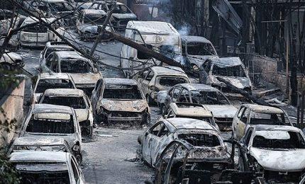 Incendi in Grecia, ora si cercano i sopravvissuti. Le tragiche immagini di Mati