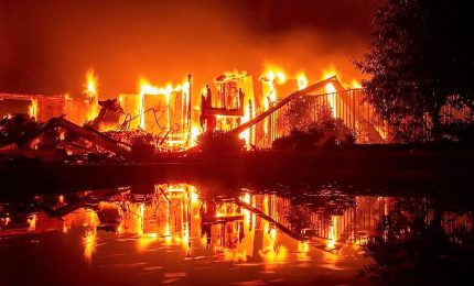 Incendio devasta la California del Nord, due pompieri morti