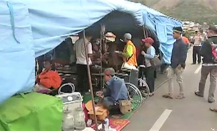 Sisma a Lombok: almeno 14 morti, 560 scalatori bloccati su un vulcano