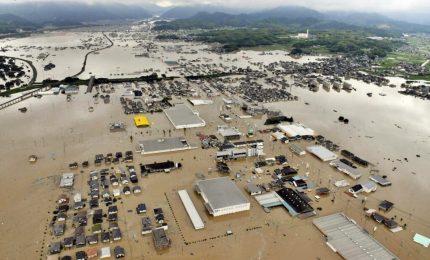 In Giappone 179 morti per le inondazioni, Abe visita la zona