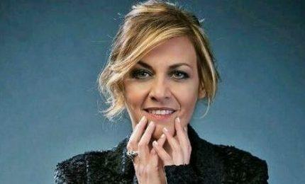 """Irene Grandi si è sposata in Sardegna e ha cantato """"Hallelujah"""""""