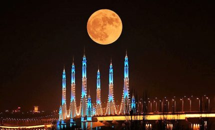 La grande eclissi della Luna rossa ha incantato il mondo