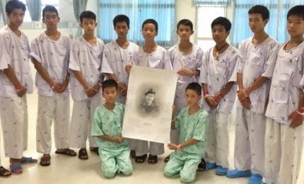 Thailandia, dimessi dall'ospedale i 12 ragazzi bloccati nella grotta