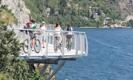 Ciclabile sospesa sul Lago di Garda, con vista mozzafiato