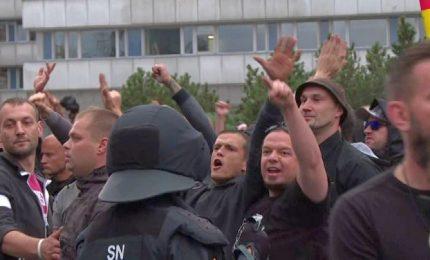 Germania, migliaia di neonazi in piazza: tensione a Chemnitz