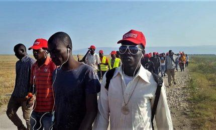 """Berretti rossi"" in marcia per i diritti dei braccianti"