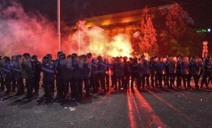 Romania, proteste contro il governo: oltre 400 i feriti