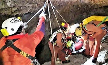 Speleologo ferito in grotta Canin, soccorsi al lavoro