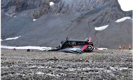 Strage in Svizzera, aereo storico contro montagna: venti persone morte