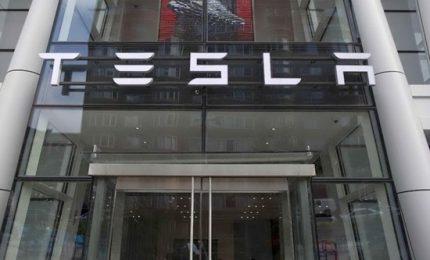 Retromarcia di Elon Musk: Tesla resta quotata in borsa