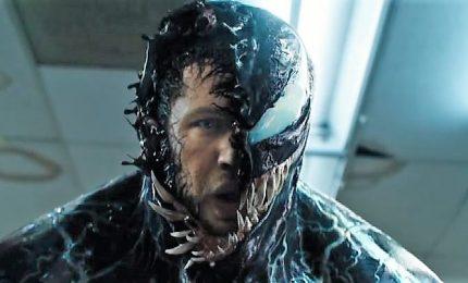 """Un mostro si impossessa di Tom Hardy, l'inquietante """"Venom"""""""