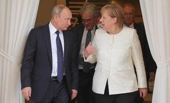 """Merkel cerca dialogo, con Putin incontro """"difficile"""". Siria, Iran e Usa i nodi"""