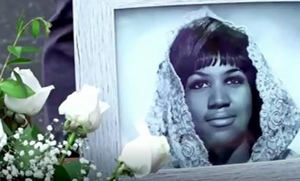 Fiori e biglietti, tributo ad Aretha Franklin sulla Walk of Fame. Il 31 agosto i funerali