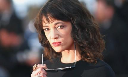 """Asia Argento accusata di molestie sessuale: """"Ha violentato un attore minorenne"""". Sky pronta a rompere la collaborazione"""