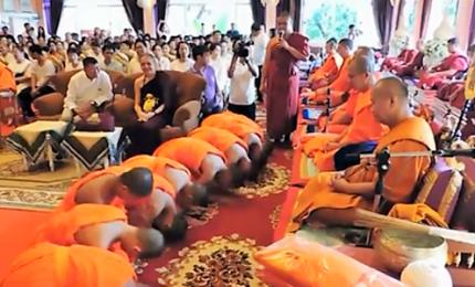 Thailandia, ragazzi salvati dalla grotta lasciano tempio buddista