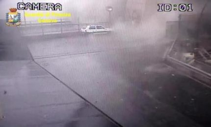 Le immagini del momento del crollo del Ponte Morandi
