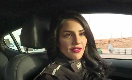 Donne arabe in pista per provare il brivido della velocità