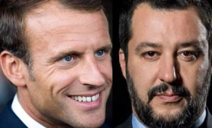 """Salvini apre a Macron, ma lui lo snobba: """"In Italia c'è un capo del governo, Conte"""""""