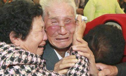 Le famiglie coreane si riabbracciano dopo quasi 70 anni