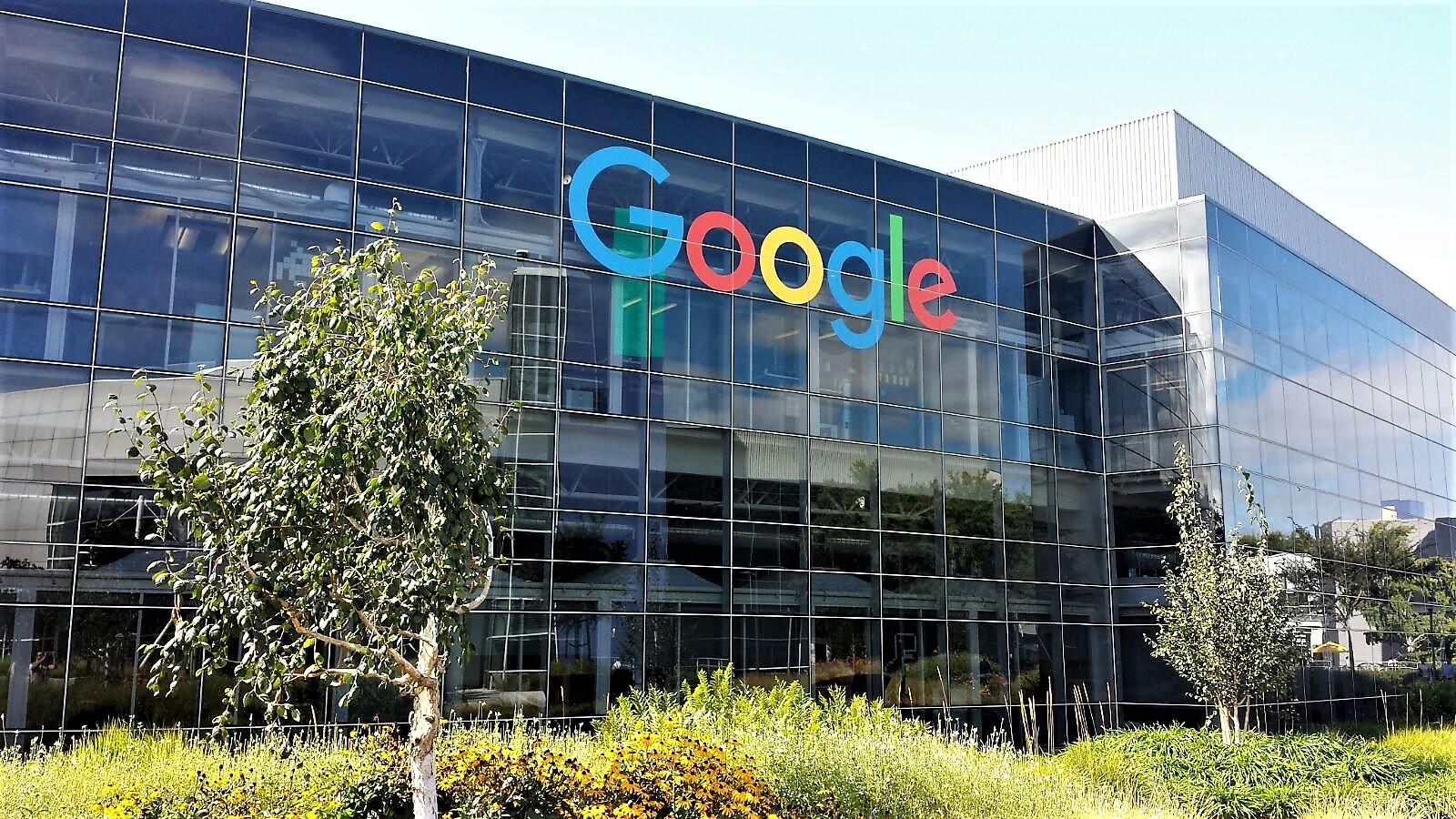 Commissione Ue multa Google per abuso posizione dominante