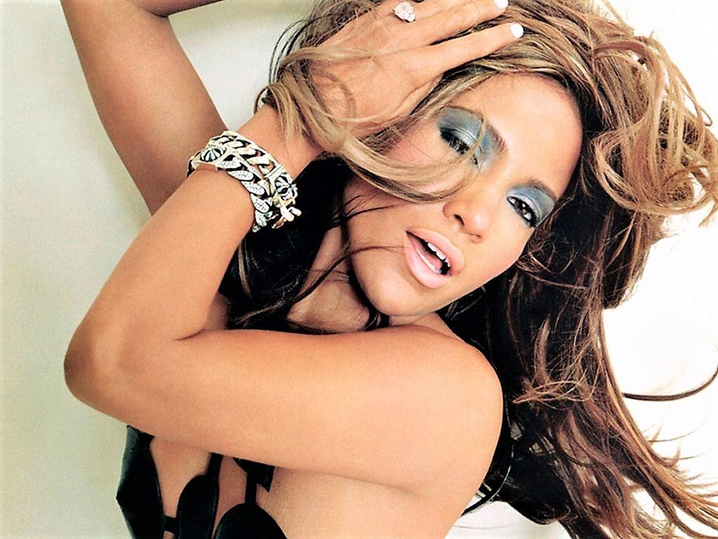 """Sesso e finanza, Jennifer Lopez spogliarellista in """"Hustlers"""""""