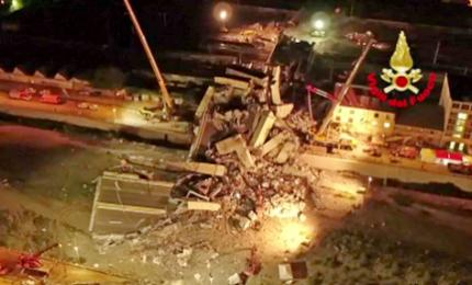 Crollo Genova, i soccorsi nella notte dei Vigili del Fuoco